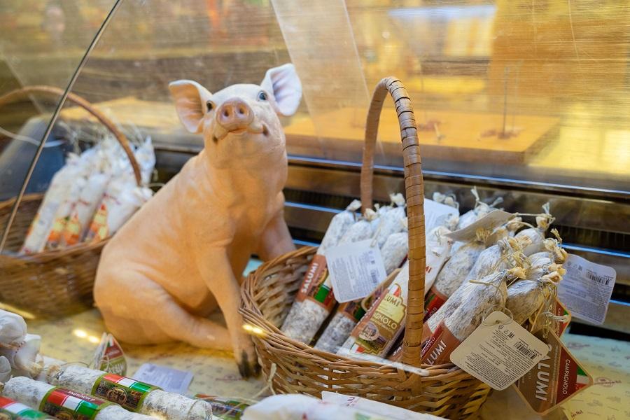 В России продолжают падать цены на свинину