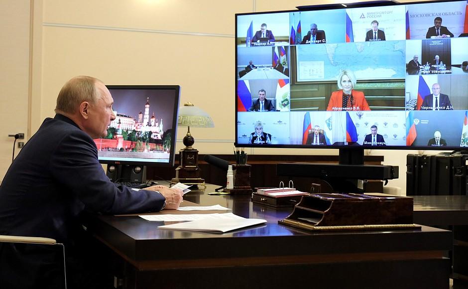 Владимир Путин отметил успехи российских селекционеров в птицеводстве